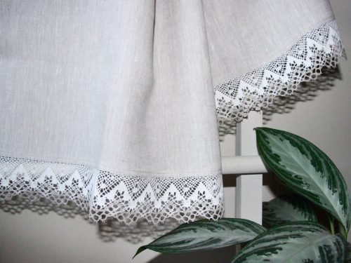 linen-runner-with-lace