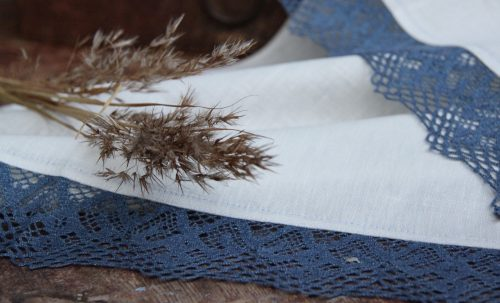 linen-white-blue-tablecloth