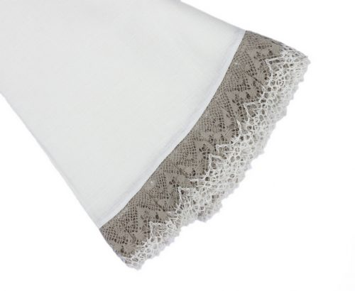 white-round-tablecloth-with-lace