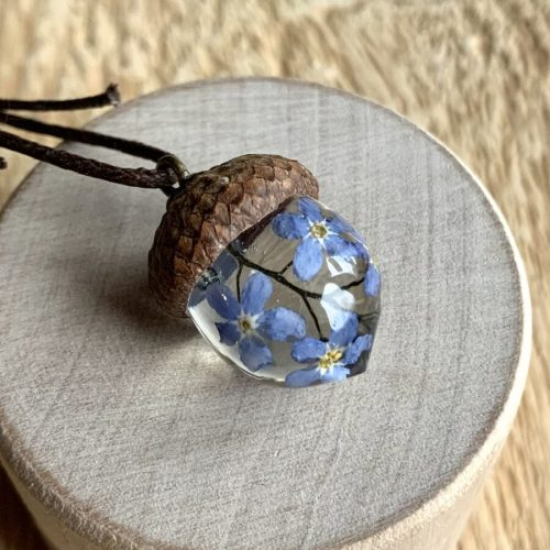 acorn-necklace-with-blue-flowers
